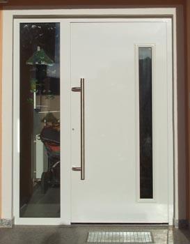 Haustüren weiß mit seitenteil  Ausstellung_ Privat_Haustüren